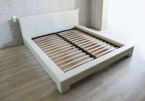 odrpta postelja